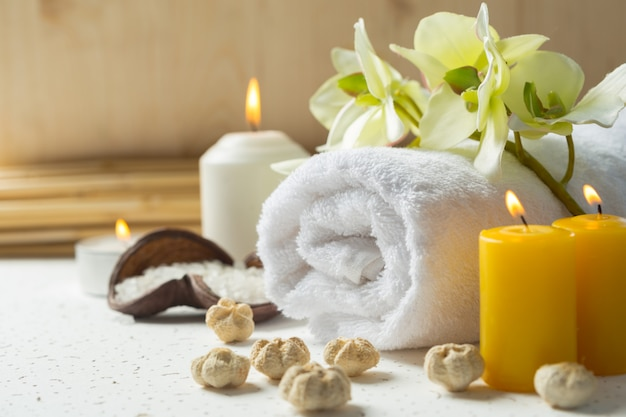 Produits de spa avec des orchidées