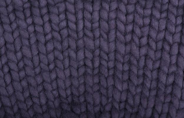 Les produits tricotés. écharpe tricotée couleur graphite