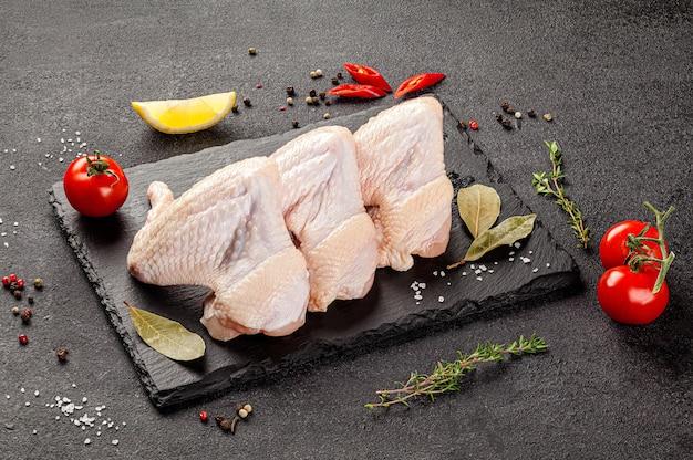 Produits de viande crue différentes parties du corps