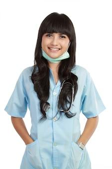 Professionnel de la santé jeune femme confiante