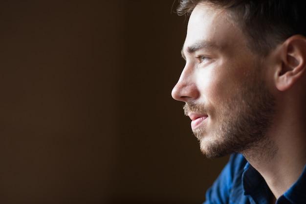 Profil du contenu handsome young man