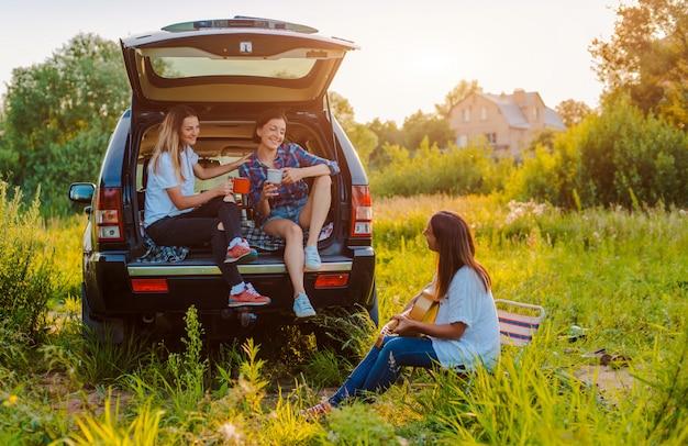 Profiter du reste et socialiser lors d'un pique-nique avec vos meilleurs amis.