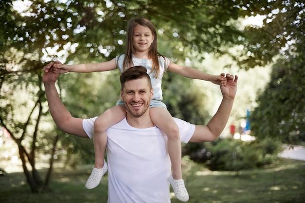 Profiter de la journée spéciale avec sa fille