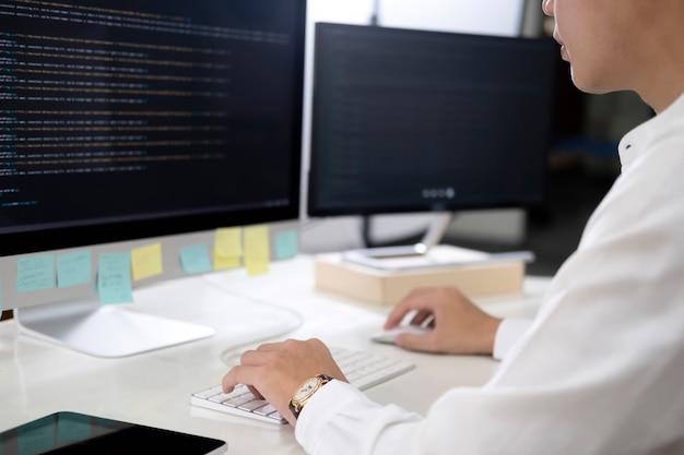 Le programmeur est un logiciel de codage et de programmation