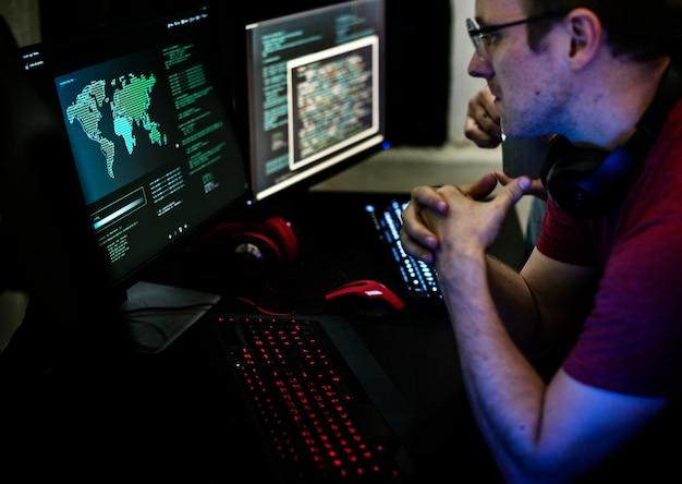 Programmeurs travaillant sur programme informatique