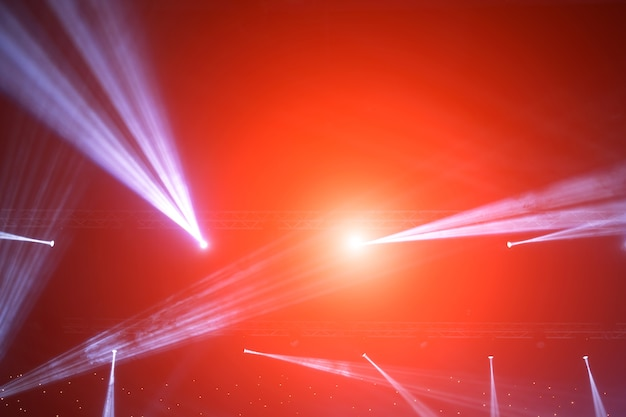 Projecteur de scène avec rayons laser. fond d'éclairage de concert