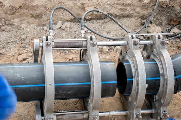 Projet d'approvisionnement en eau à travailler pour le soudage de la connexion de tuyaux en pehd