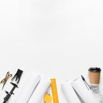 Projet architectural plat avec différents assortiments d'outils avec espace de copie
