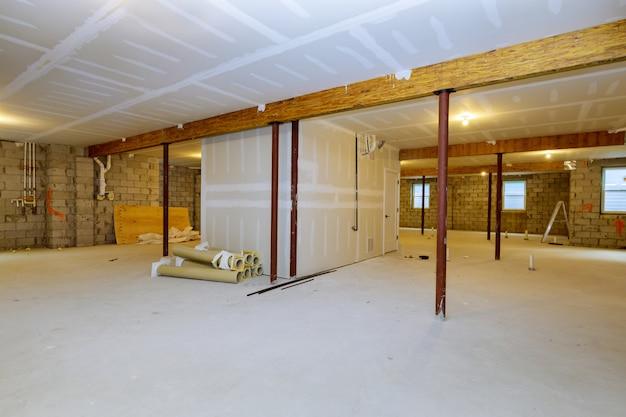 Projet de construction de charpente de sous-sol inachevé