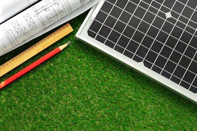Projet de maison de rouleau de plan directeur et de panneau solaire