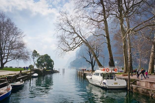 Promenade du lac, garda, italie