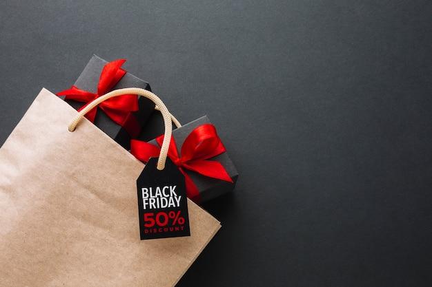 Promotion du vendredi noir avec des boîtes