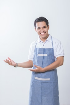 Propriétaire d'une petite entreprise présentant l'espace de copie
