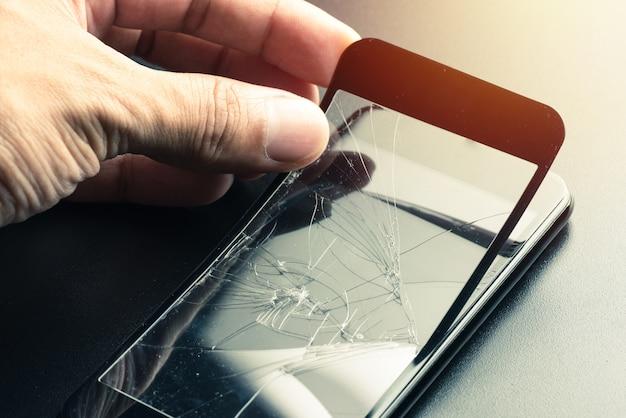 Protecteur d'écran en verre trempé cassé