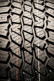 Protecteur de pneu de boue pour les véhicules hors route. espace auto texturé, photo verticale