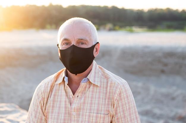 Protection contre les maladies contagieuses, le coronavirus. homme portant un masque hygiénique pour prévenir l'infection, les maladies respiratoires aéroportées telles que la grippe, 2019-ncov