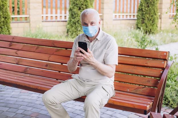 Protection contre les maladies contagieuses, coronavirus. homme portant un masque hygiénique pour prévenir l'infection, les maladies respiratoires aéroportées telles que la grippe