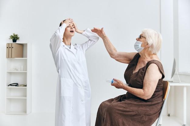 Protection d'immunité de grande seringue d'infirmière et de patient