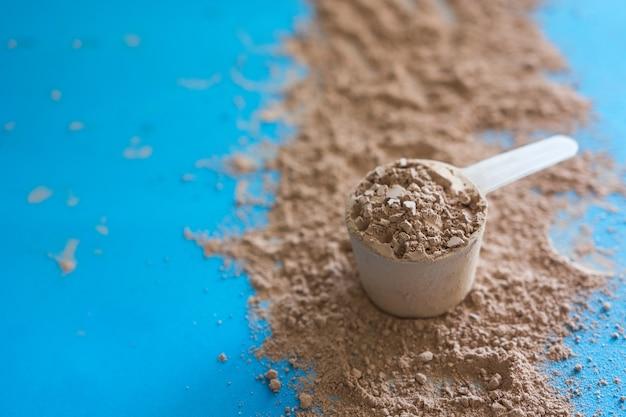 Protéines de lactosérum avec arôme chocolaté.