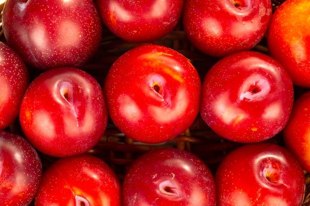 Prune de cerise rouge