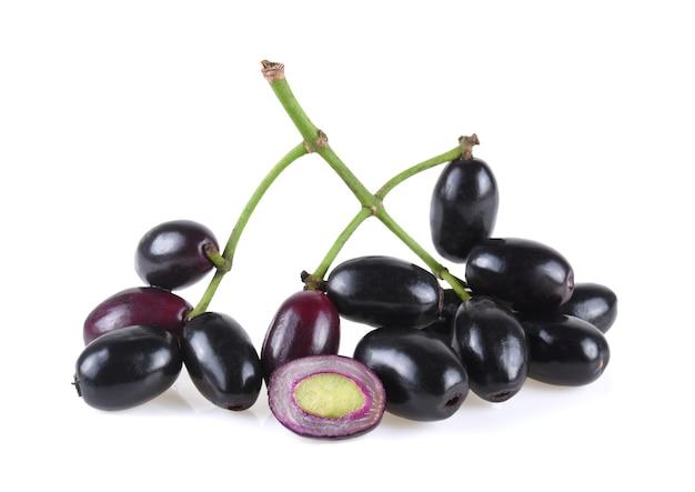 Prune jambolan ou prune java isolé sur fond blanc