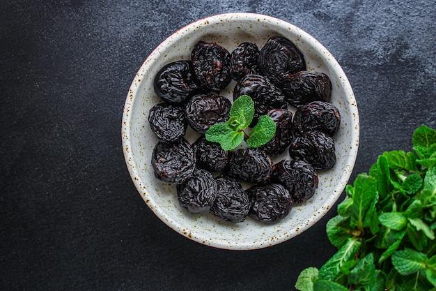 Pruneaux, prunes séchées