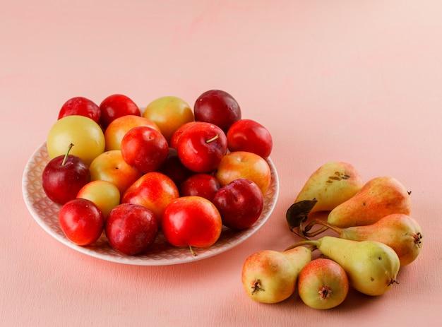 Prunes mûres aux poires