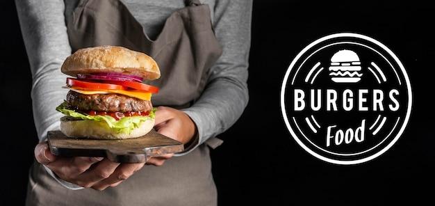 Pub promo avec délicieux hamburger
