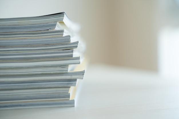 Publication de journaux et de livres de revues