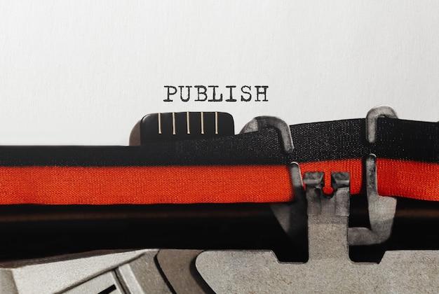 Publication de texte tapé sur une machine à écrire rétro