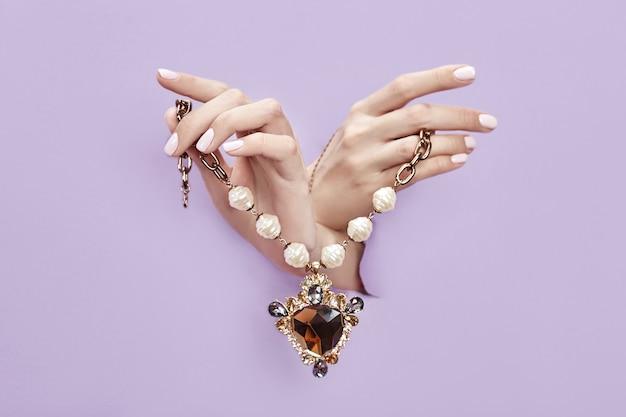 Publicité de bijoux et bijoux, espace de copie