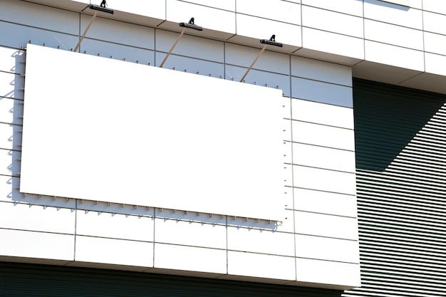 Publicité extérieure maquette vierge avec espace copie sur le mur du bâtiment du centre commercial
