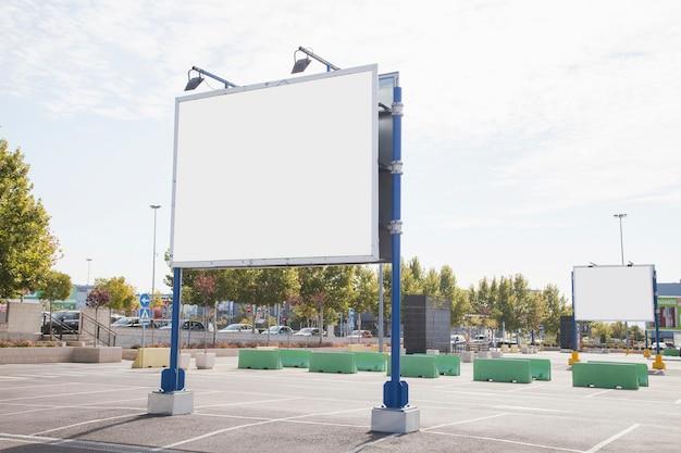 Publicité vide dans la ville