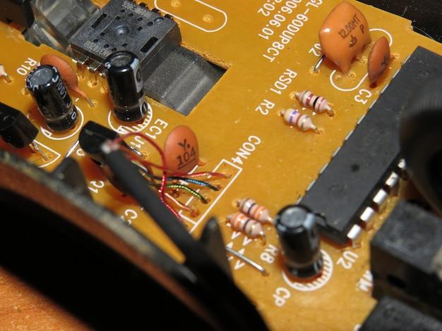 Puce électronique à puce électronique