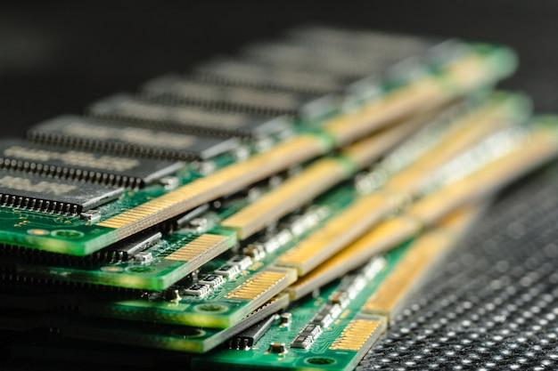 Puce informatique, technologie et industrie électronique