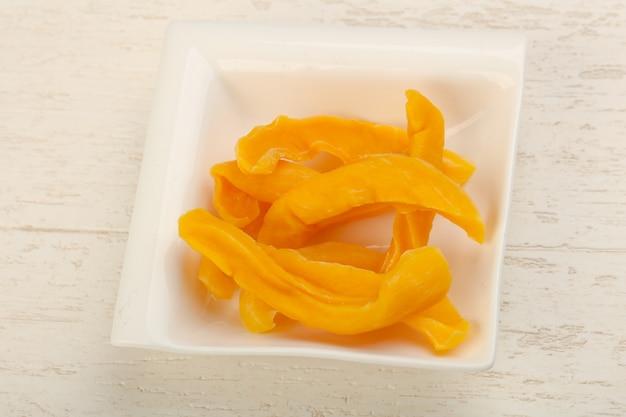 Puces à la mangue sèche
