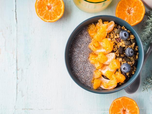 Pudding de chia aux mandarines et granola