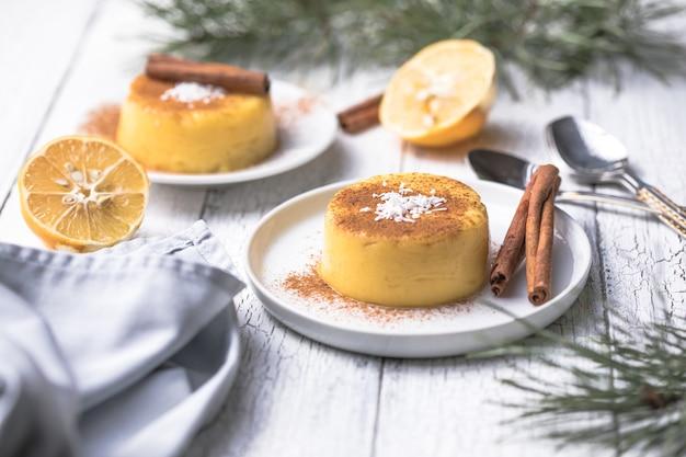 Pudding à la crème natilla colombienne ou espagnole et cannelle