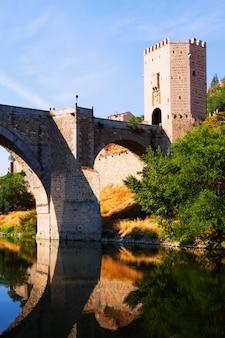 Puente d'alcantara sur la rivière tagus