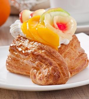 Puff aux fruits et crème fouettée