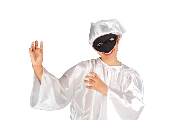 Pulcinella, masque napolitain traditionnel sur mur blanc