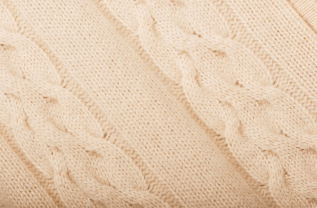 Pull beige chaud tricoté avec six fils