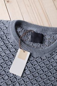 Pull chaud en laine et étiquette blanche pour texte