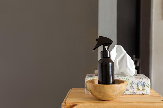 Pulvérisateur et tissus sur étagère