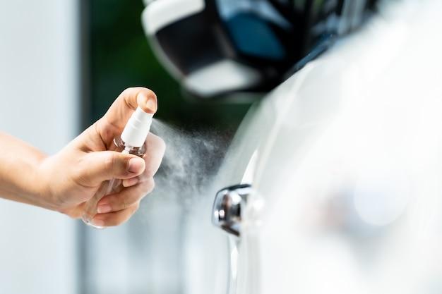 Pulvérisation de voiture empêchant le virus