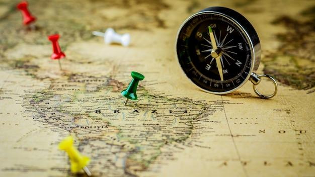 Punaise verte marquant un emplacement sur la carte du brésil.
