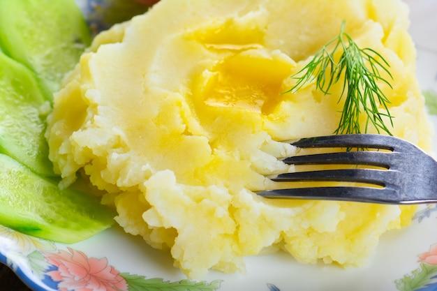 Purée de pommes de terre sur une assiette