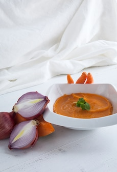 Purée de pommes de terre aux oignons carottes et citrouille