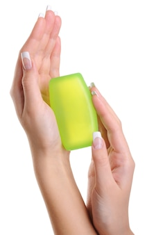 Pureté et hygiène de la main féminine