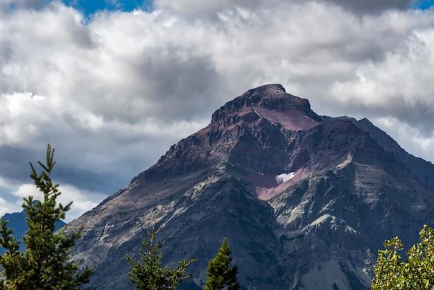 Purple mountain à côté du lac lower two medicine